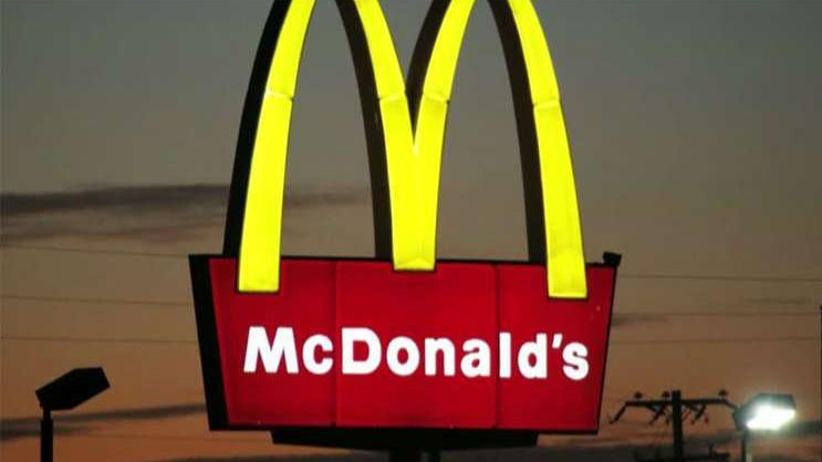 Morningstar senior restaurant and retail strategist R.J. Hottovy says plant-based food as well as a possible chicken sandwich will drive McDonald's higher in 2020.