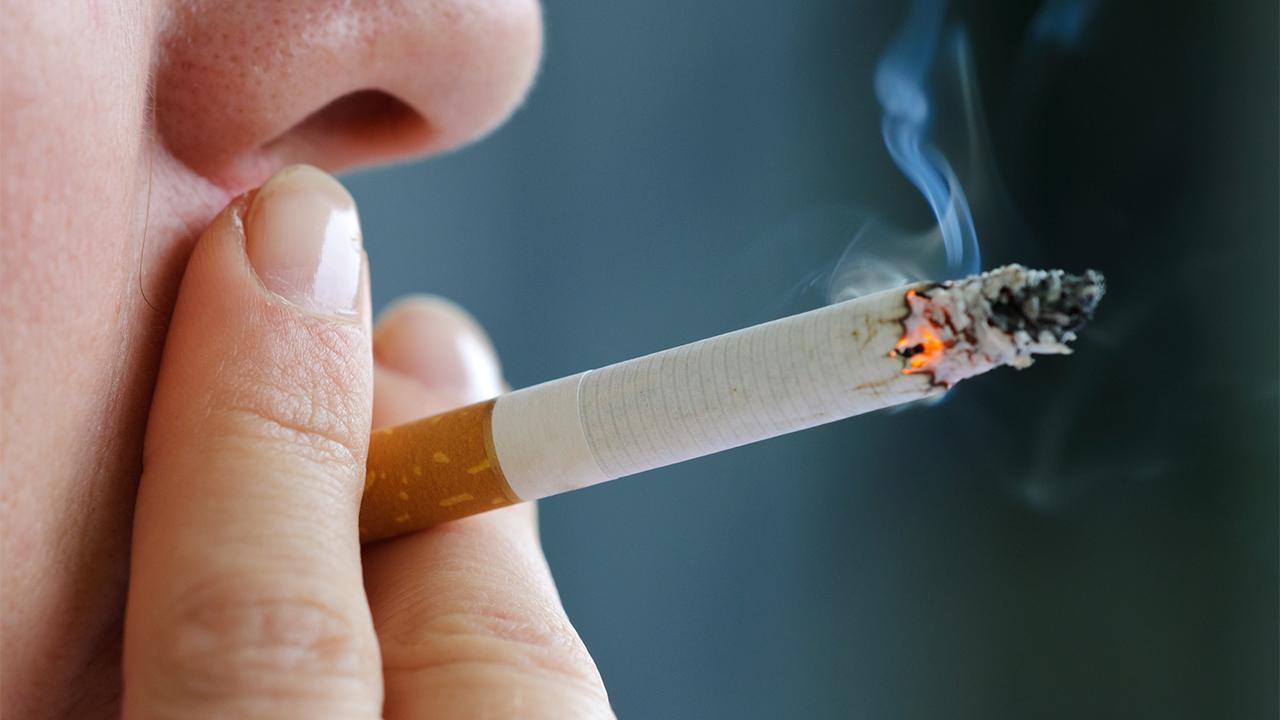 Οι καπνιστές μεγαλύτερο κίνδυνο σε coronavirus αγώνα, λέει η μελέτη