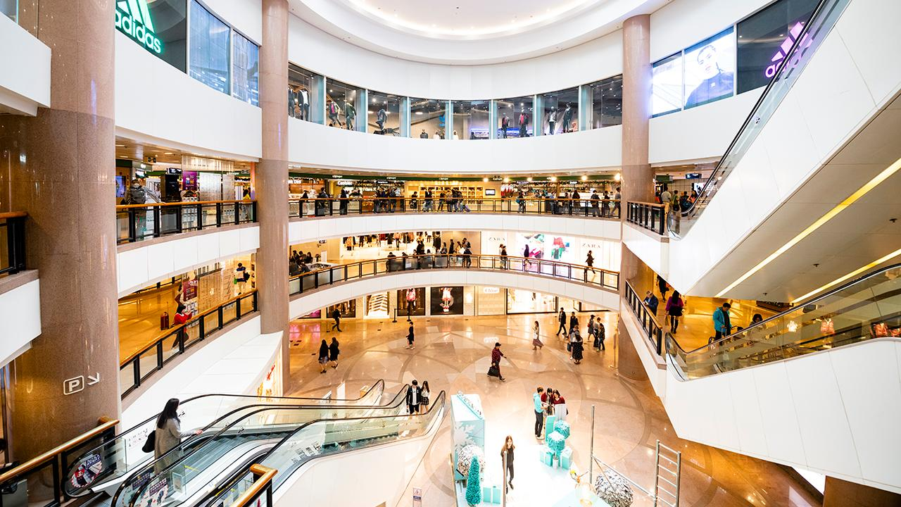 Former Toys 'R' Us CEO, former HBC CEO, former Target vice chairman and Storch Advisors CEO Jerry Storch analyzes this year's holiday shopping season and what it says about the U.S. consumer.
