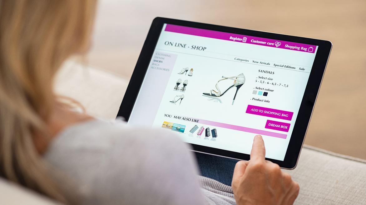 Facebook users praise woman's online shopping hack: 'Genius'