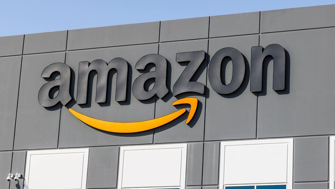Amazon alleges President Trump intended to harm Jeff Bezos by blocking the Pentagon cloud computing contract. FOX Business' Susan Li with more.