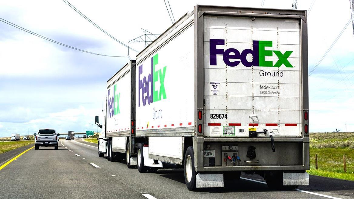 FOX Business' Gerri Willis reports on FedEx following negative analyst opinions on the company as Amazon increasingly handles its own delivery.