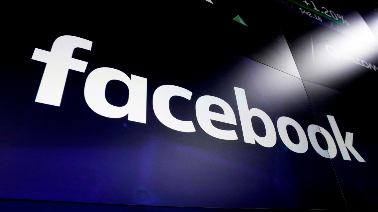 A Facebook executive wrote in a company memo that employees need to be careful to not tip the skills in the next presidential election, regardless of their political beliefs. Former Obama economic adviser Robert Wolf, 1 Empire Group's John Burnett, Layfield Report CEO John Layfield and former investment banker Carol Roth discuss.