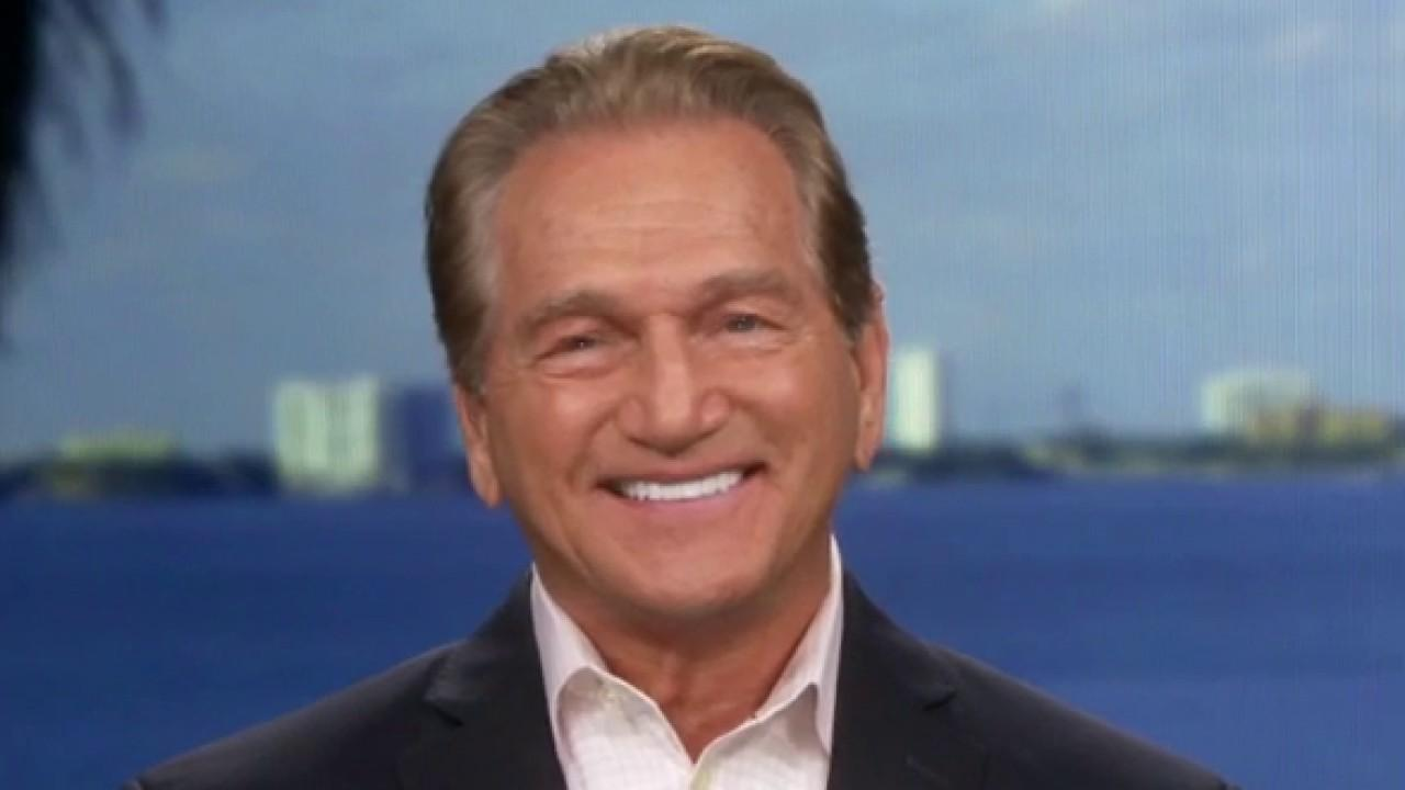 Super Bowl champion and Heisman Trophy winner Joe Theismann discusses the price of going to this year's NFL championship and the future of Tom Brady's career.
