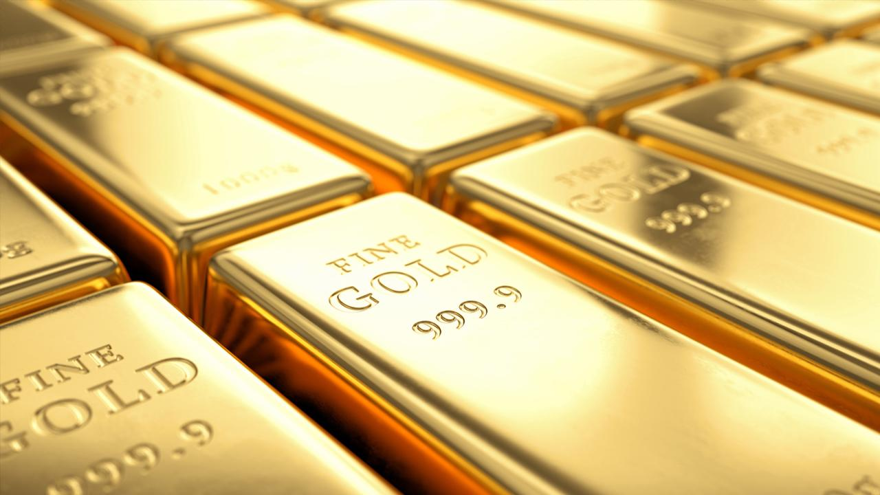 Euro Pacific Capital CEO and president Peter Schiff discusses investing in gold.