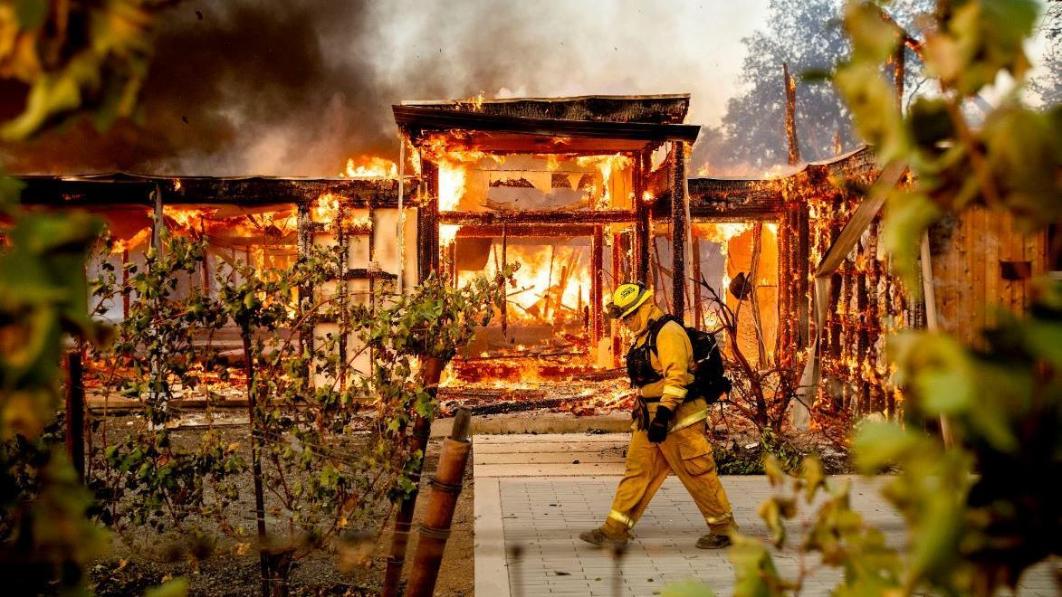 FOX Business' Susan Li report on how the California wildfires are driving up the cost of homeowners' insurance, impacting the real estate market.