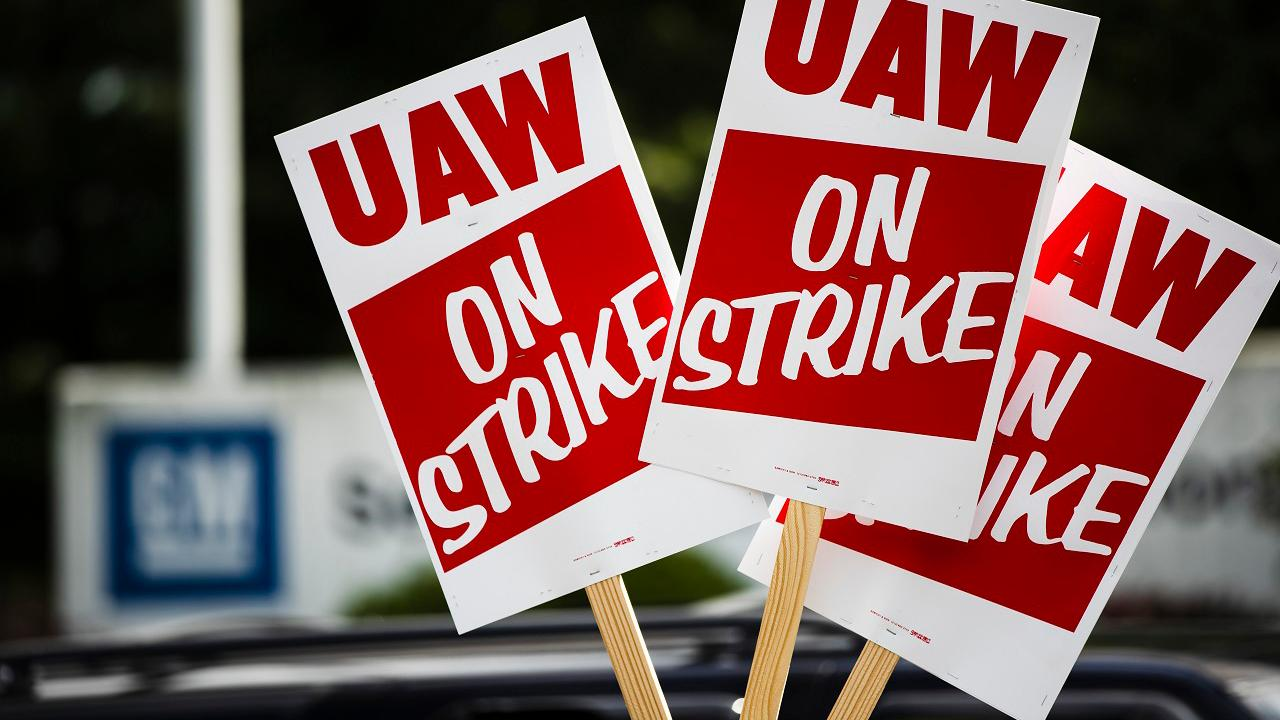 Wall Street Journal opinion writer Jillian Melchior discusses the dip in union membership due to the reported poor working conditions and corruption cases.