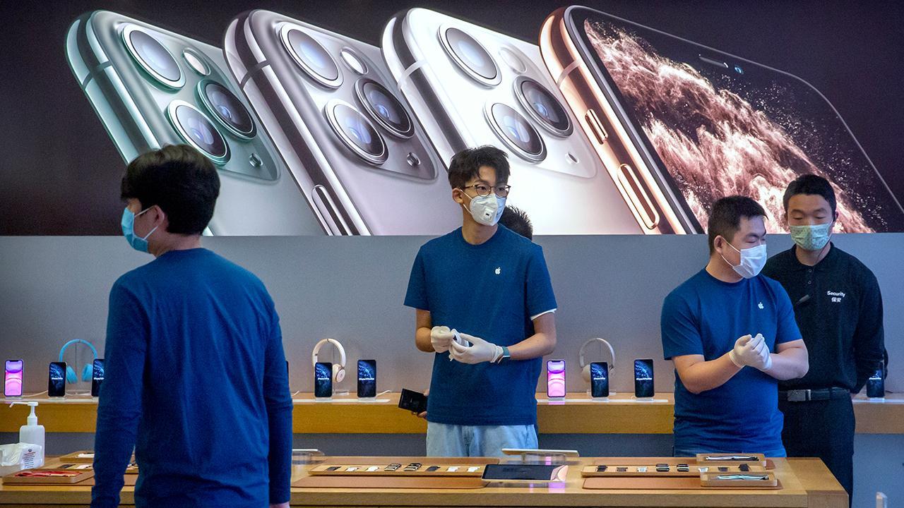 FOX Business' Susan Li reports on how the coronavirus is impacting Apple.