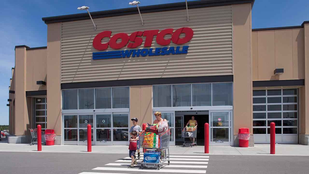 Costco's food court is becoming members-only. FOX Business' Cheryl Casone with more.