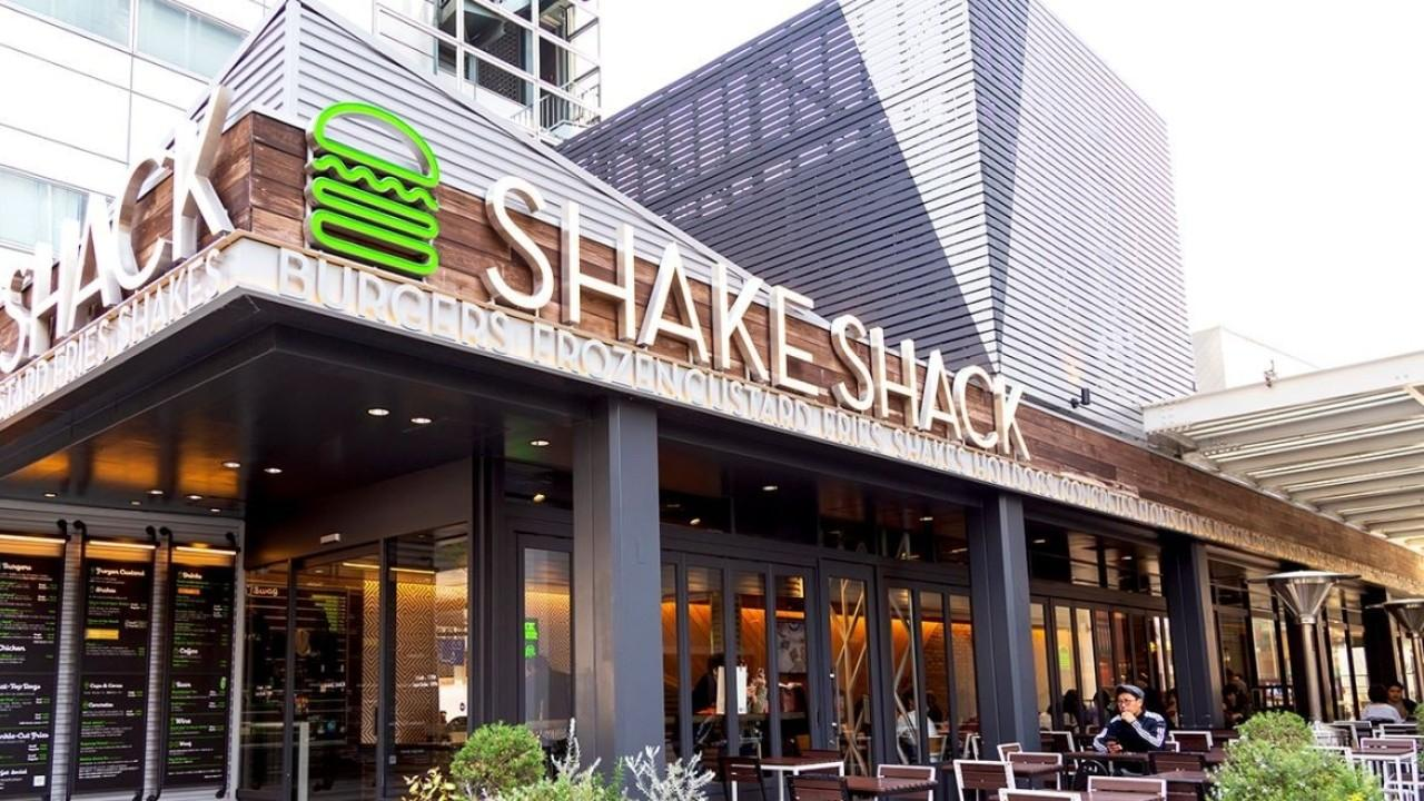 Shake Shack stocks are in decline following the company's overly rapid expansion. FOX Business' Ashley Webster with more.