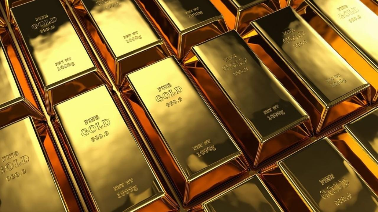 High Ridge Futures director of metals trading Dave Meger discusses the rise in gold investment amid coronavirus fears.