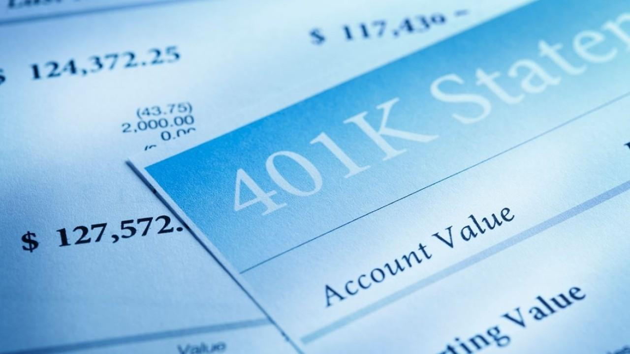According to a Fidelity Investments report, Americans' IRA and 401(k) retirement savings accounts are reaching record numbers. FOX Business' Ashley Webster with more.