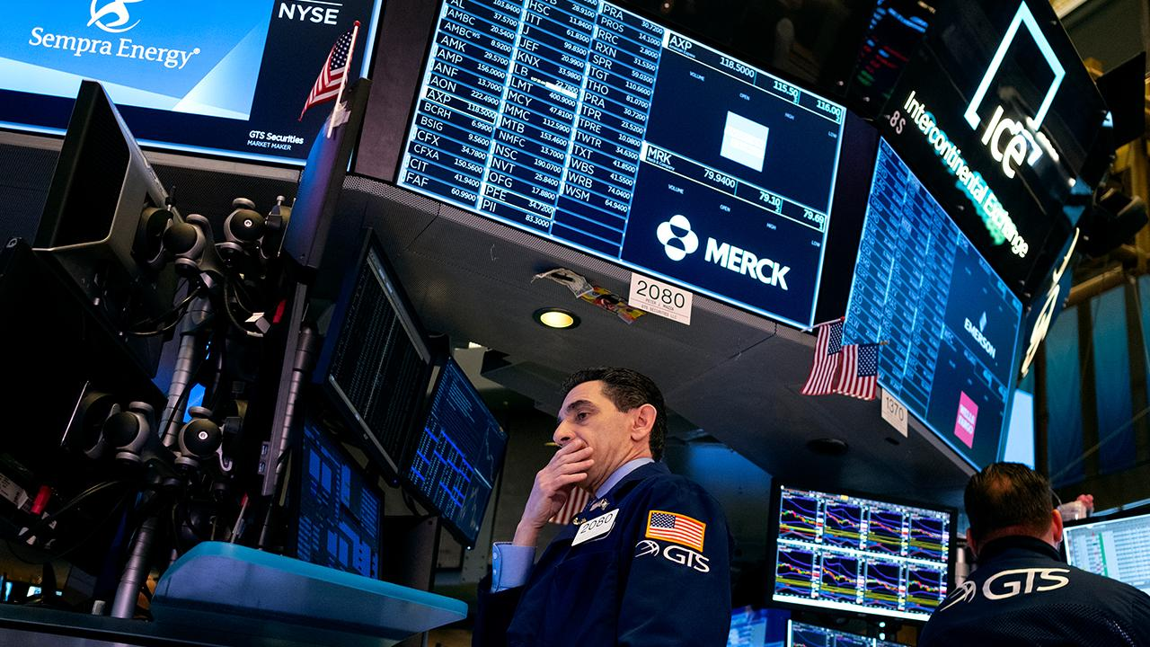 FOX Business' Deirdre Bolton breaks down the day's financial statistics as the Dow, S&P and Nasdaq are on track for worst week since 2008.