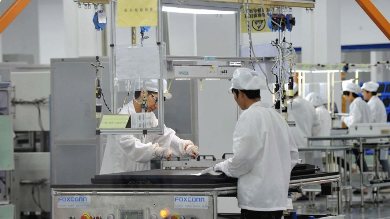 Apple stores have reopened in China and Foxconn factories are back online amid coronavirus fears. FOX Business' Susan Li with more.