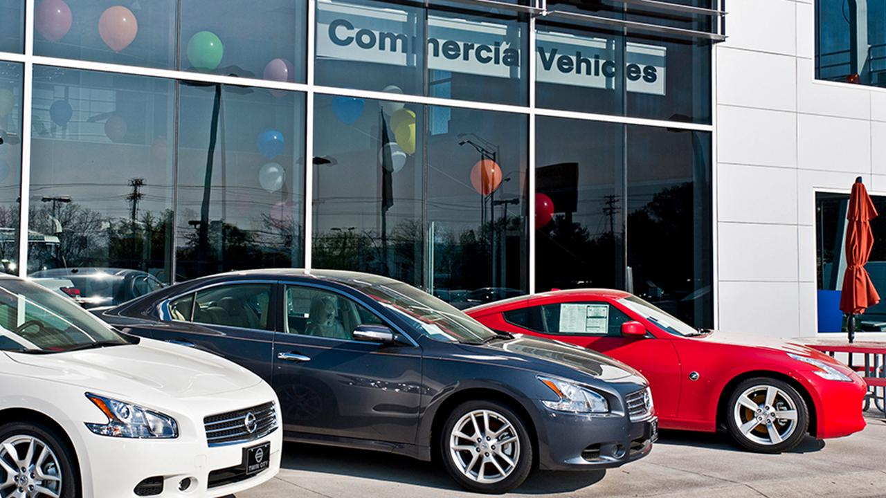 FOX Business' Grady Trimble on how car dealerships are adapting to customers staying home amid coronavirus.