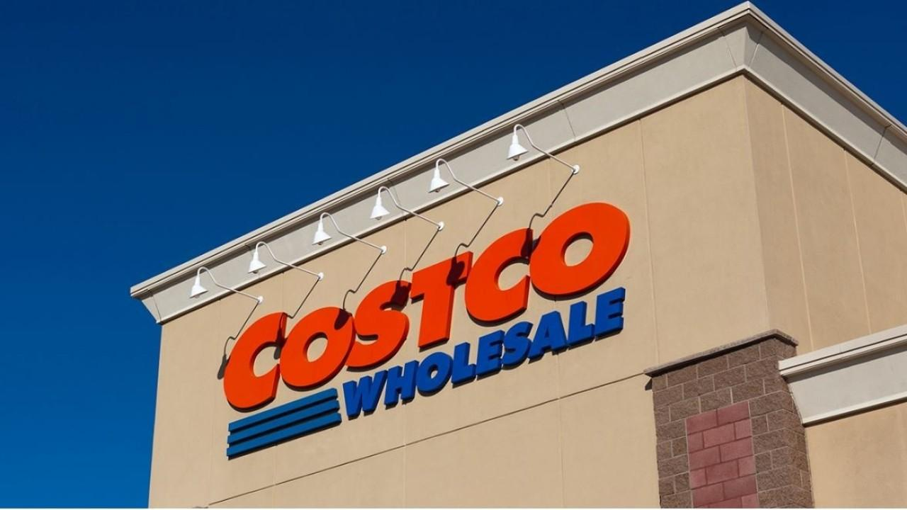 Americans are stocking up at Costco as coronavirus fears continue. FOX Business' Kristina Partsinevelos with more.