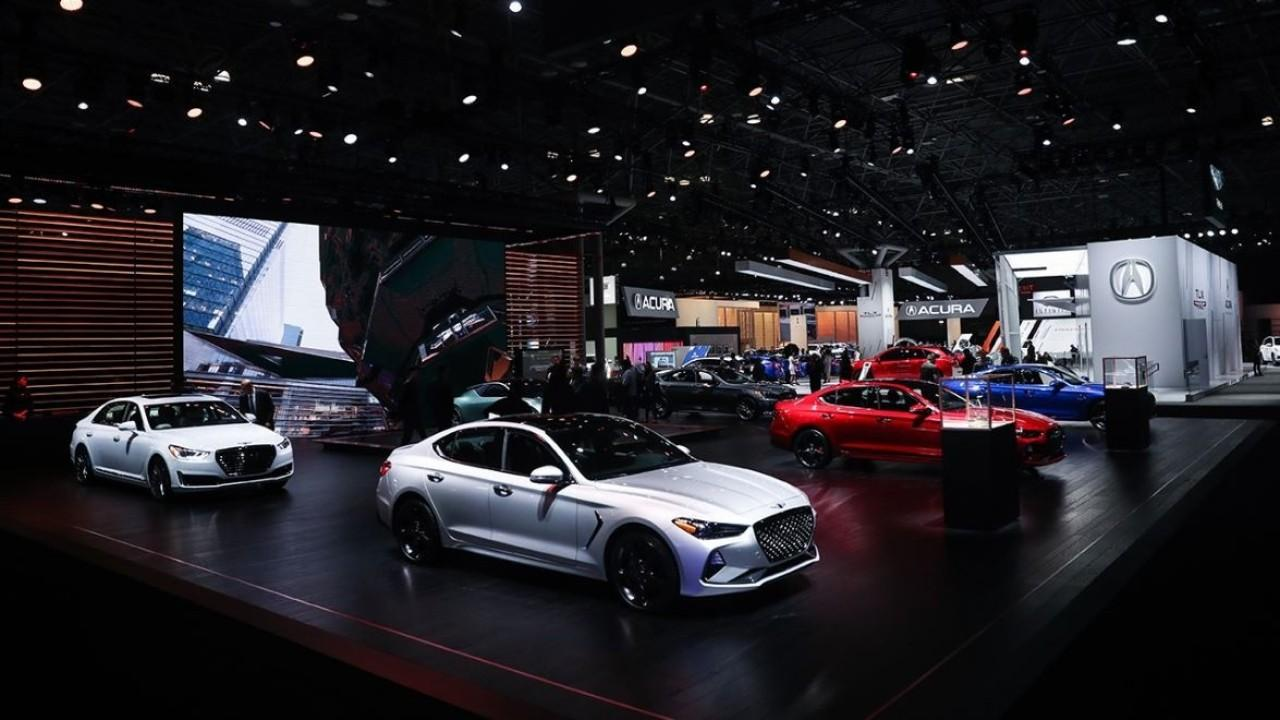 FoxNews.com automotive editor Gary Gastelu discusses the postponement of the New York Auto Show and the impact it will have on dealers.