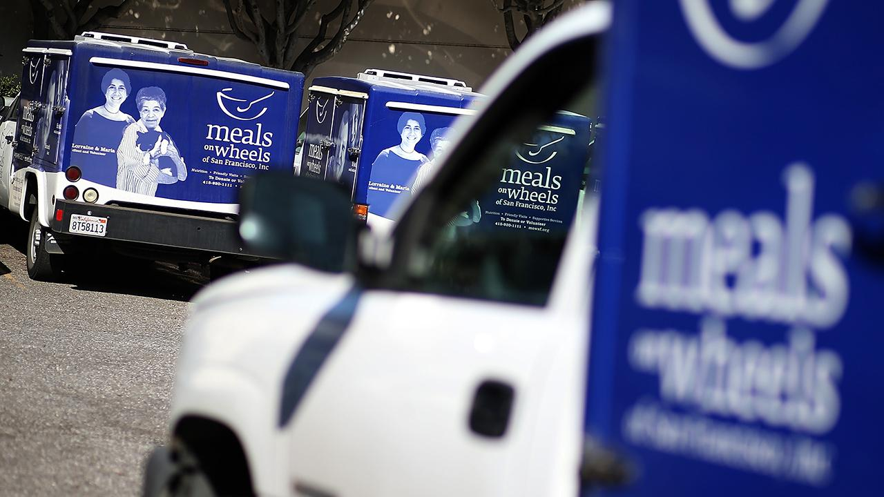 Meals on Wheels continues to deliver meals door-to-door to elderly people with young Americans volunteering. FOX Business' Jackie DeAngelis with more.