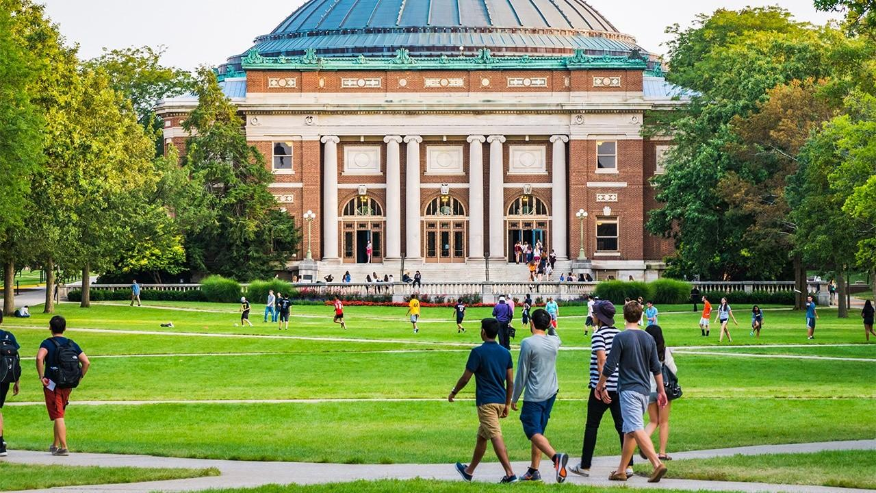 Colleges are considering a virtual fall semester amid coronavirus fears as high school students reevaluate their decision to attend. FOX Business' Gerri Willis with more.