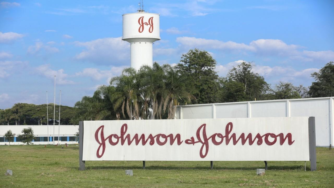 Johnson & Johnson CFO discusses ramping up manufacturing to produce 800 million coronavirus vaccines by 2021.