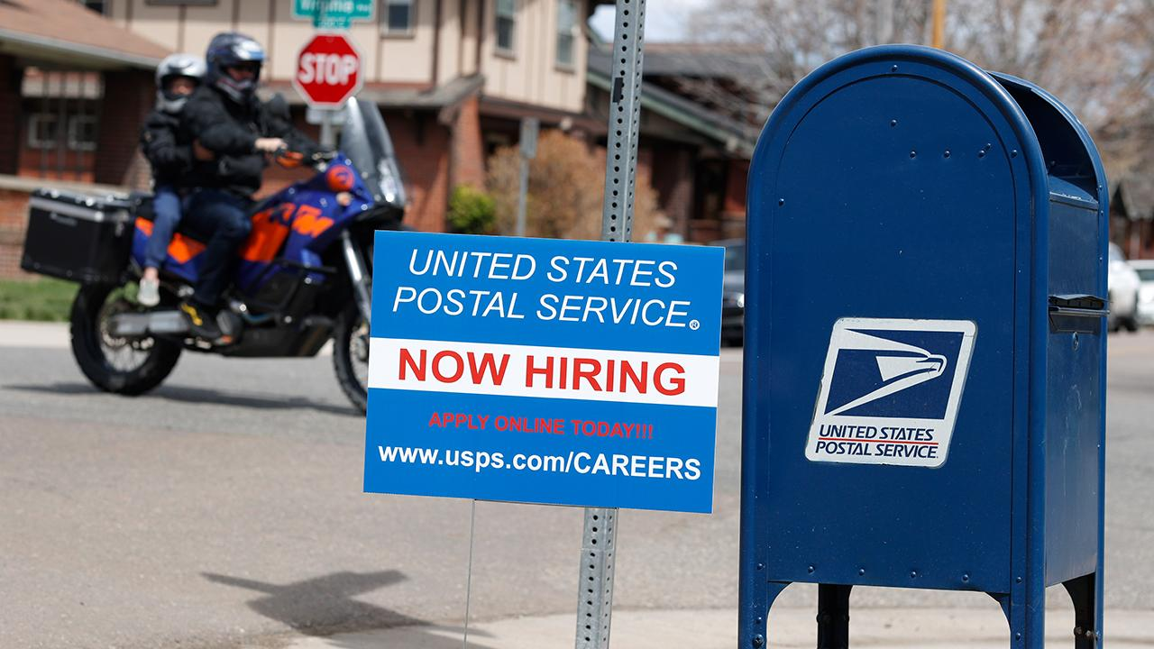 The debate over funding for the Post Office continues in Washington. FOX Business' Hillary Vaughn with more.
