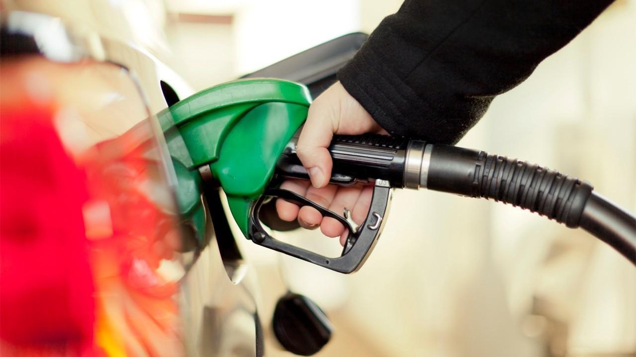 GasBuddy Head of Petroleum Analysis Patrick De Haan on gas prices and demand decreasing over the holiday weekend.