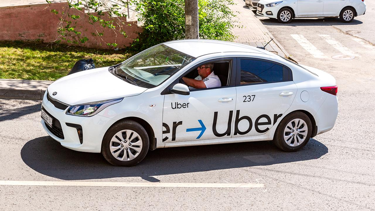 Uber is reportedly cutting 3,000 additional jobs. FOX Business' Stuart Varney with more.