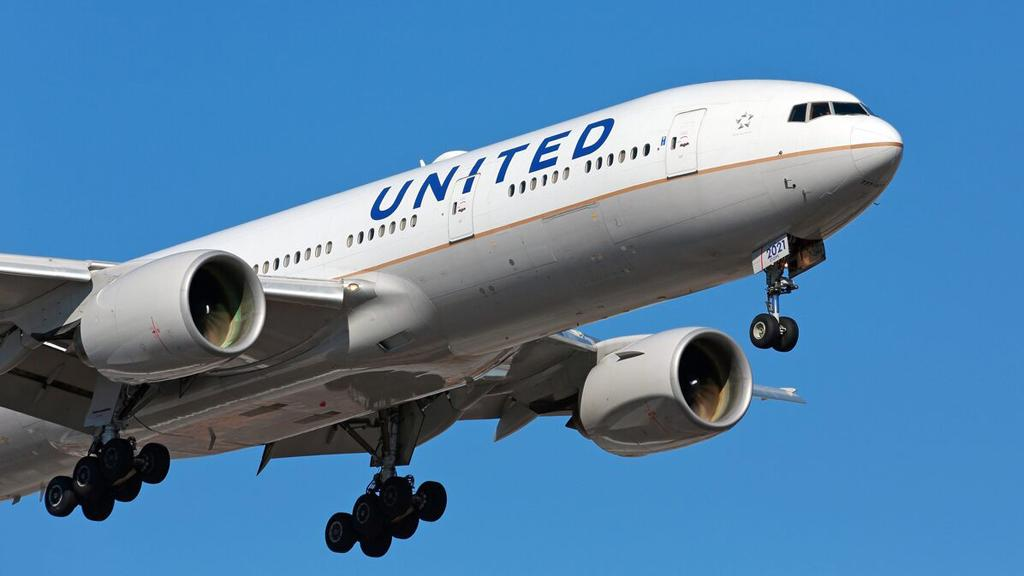United Airlines is taking heat after a doctor tweeted a photo of his packed flight. FOX Business' Ashley Webster with more.