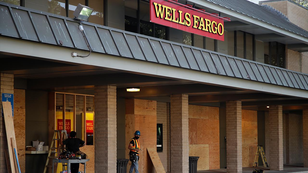 FOX Business' Charlie Gasparino says Wells Fargo chief economist Jay Bryson told BlackRock executives the recession likely ended in April or May and called it the 'shortest and deepest' recession on record.