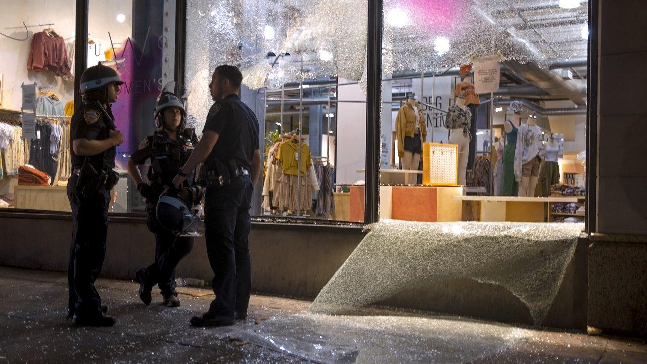 Nyc S 5th Avenue Prepares For More Riots With Boarded Windows