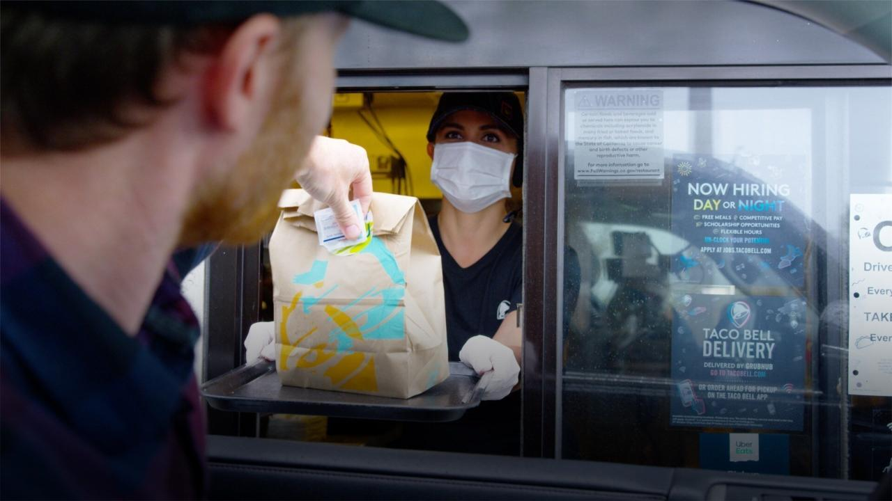 FOX Business' Jeff Flock explains how smaller restaurants are looking to use drive-thrus and curbside pickup to create contactless options for their customers during the coronavirus pandemic.