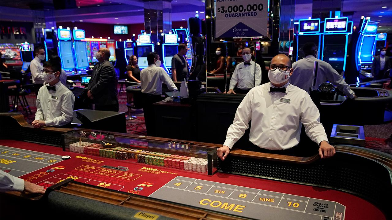 Las Vegas casinos are reopening their doors after being closed for 78 days because of the coronavirus pandemic. KVVU reporter Cassie Mlynarek with more.