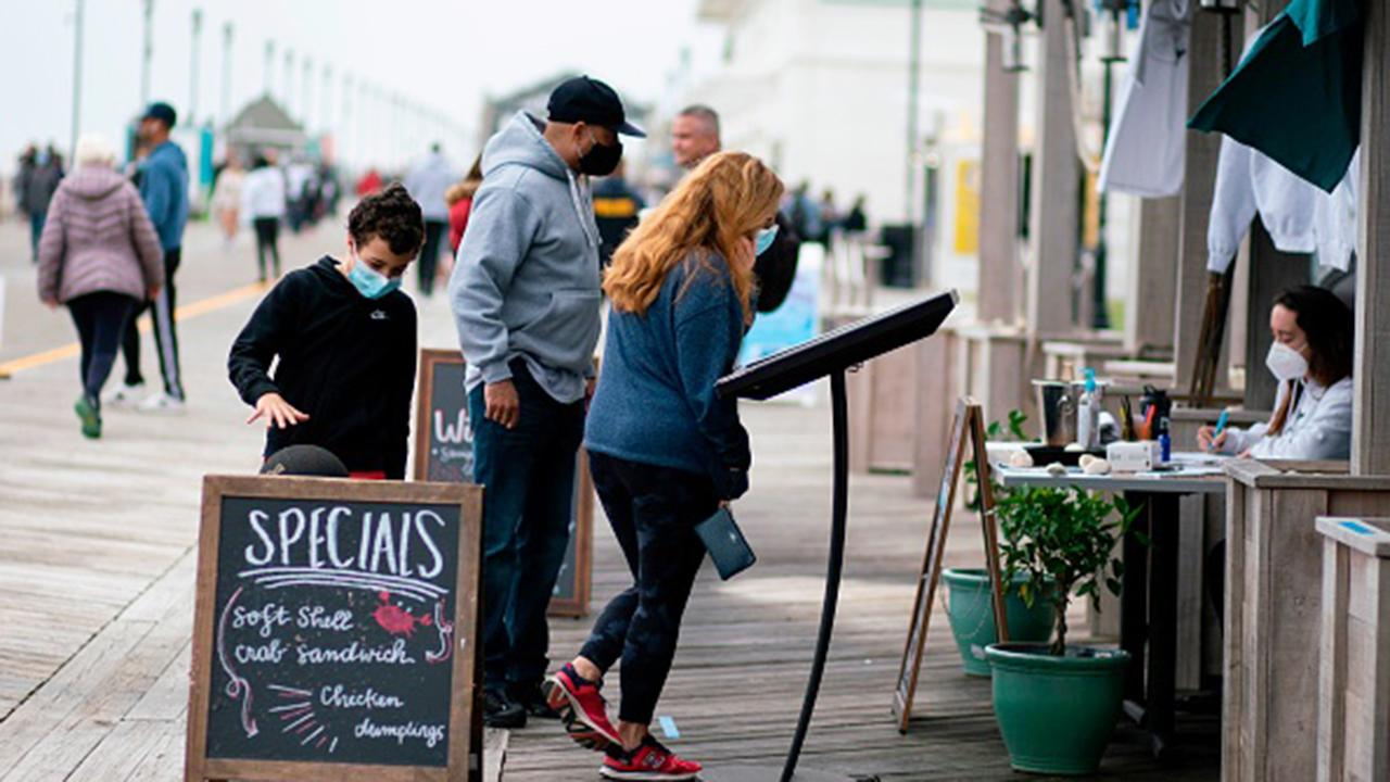 Asbury Park, New Jersey is pushing indoor dining at 25 percent capacity, while Gov. Phil Murphy will only allow outdoor service. FOX Business' Kristina Partsinevelos with more.