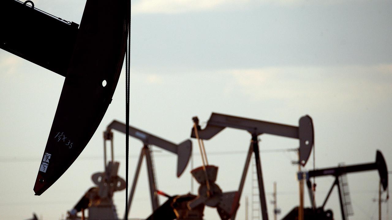 Tom Lydon of ETF Trends shares his tips for investing in oil ETFs.