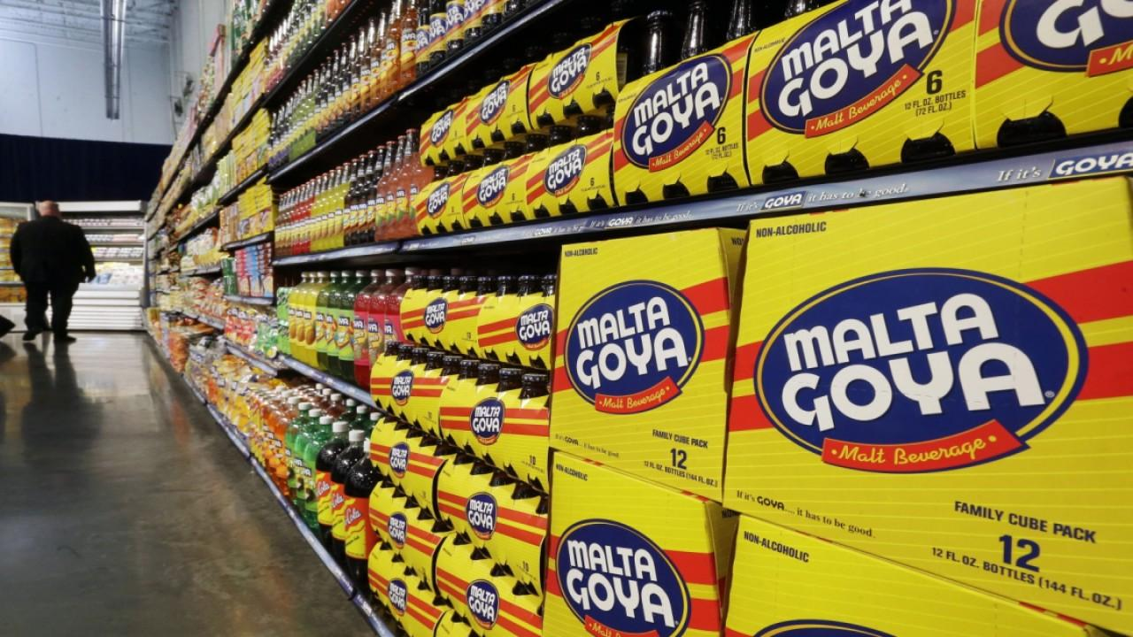 Goya Foods President Robert Unanue sparked a firestorm after making comments about President Trump at the White House. FOX Business' Gerri Willis with more.