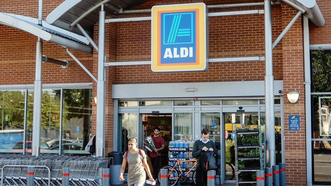 FOX Business' Jeff Flock tours America's newest grocery chain Aldi and its unique operations.