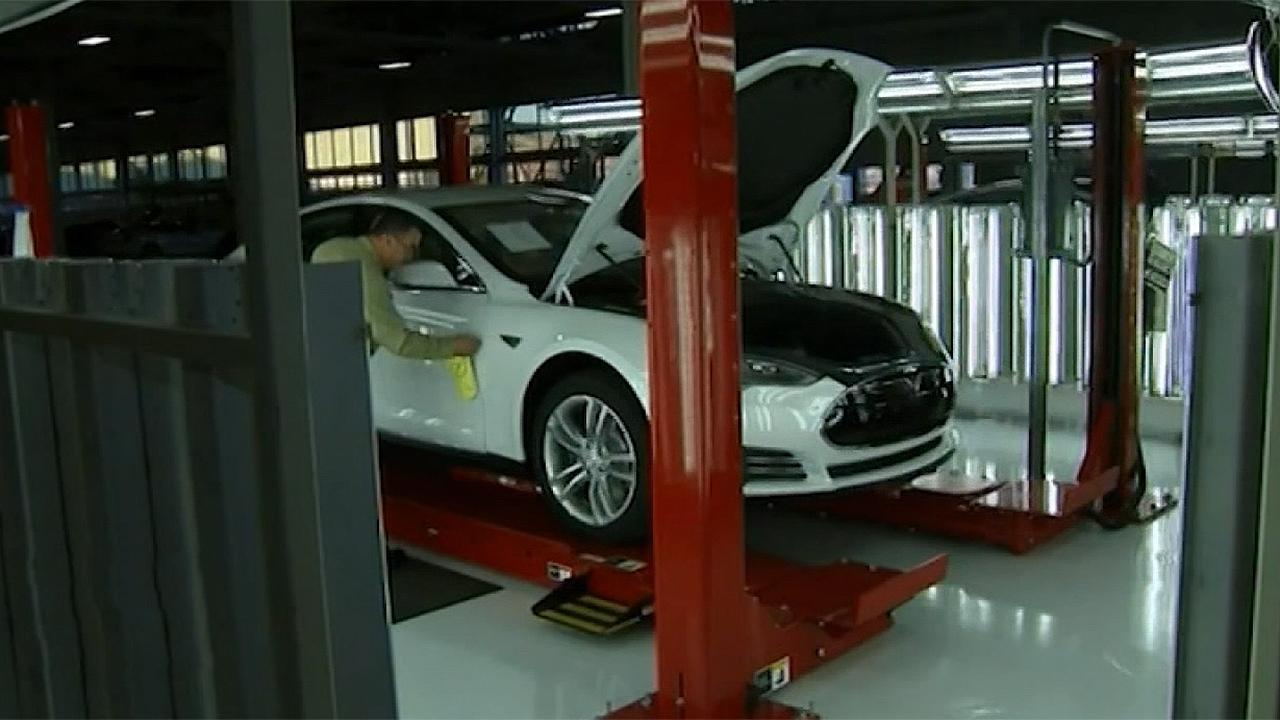 Fox Business Briefs: Tesla's second quarter profit surprises Wall Street and CEO Elon Musk says the company will build its second U.S. assembly plant near Austin, Texas.
