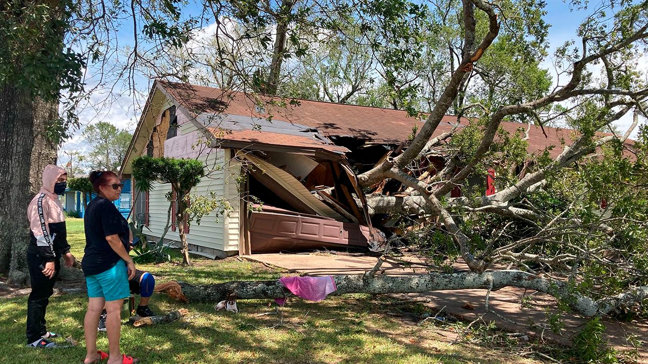 FOX Business' Gerri Willis breaks down common home insurance plans in the aftermath of Hurricane Laura.