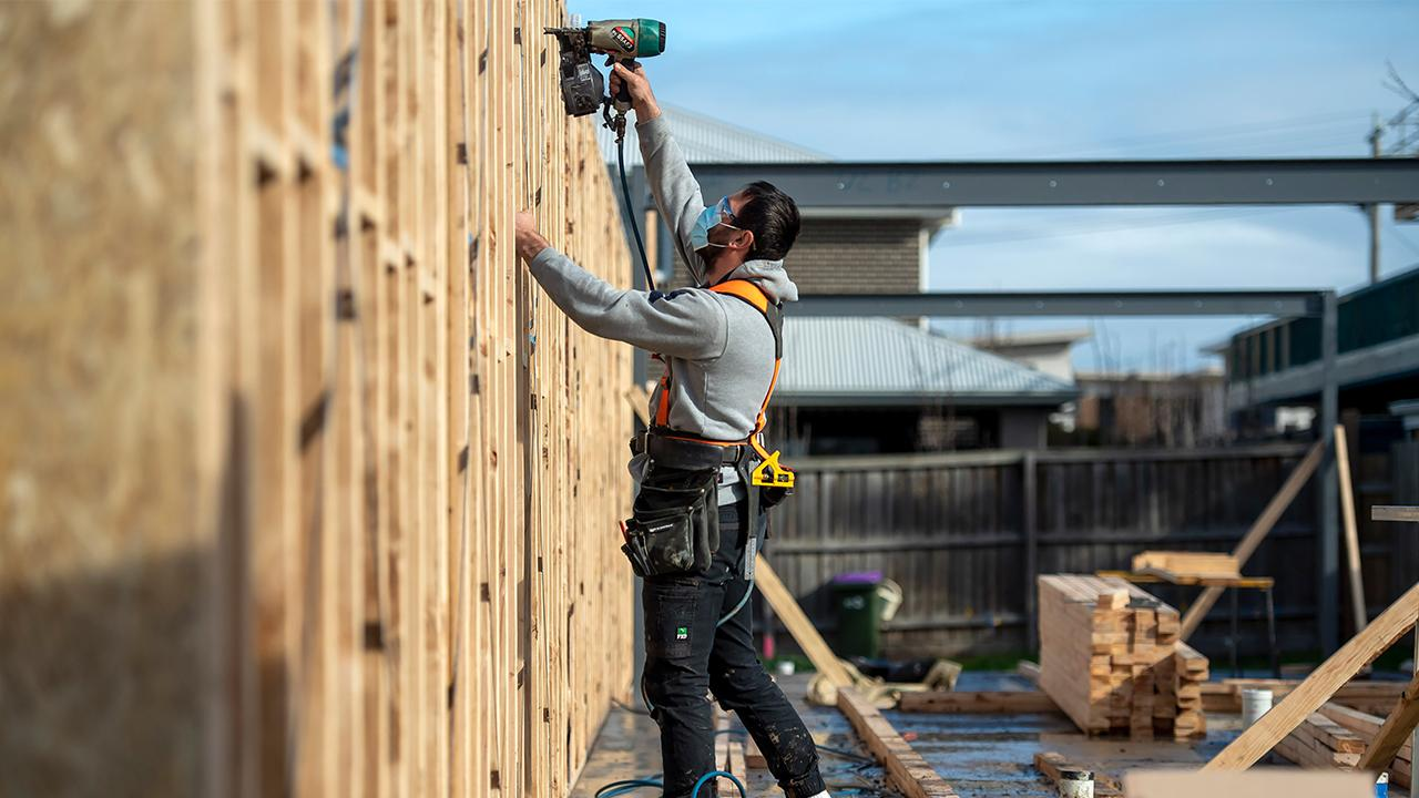 National Association of Home Builders CEO Jerry Howard weighs in on homebuilder optimism, the trend of moving from major cities to suburbs, the lack of inventory in the housing industry, mortgage rates and lumber prices.