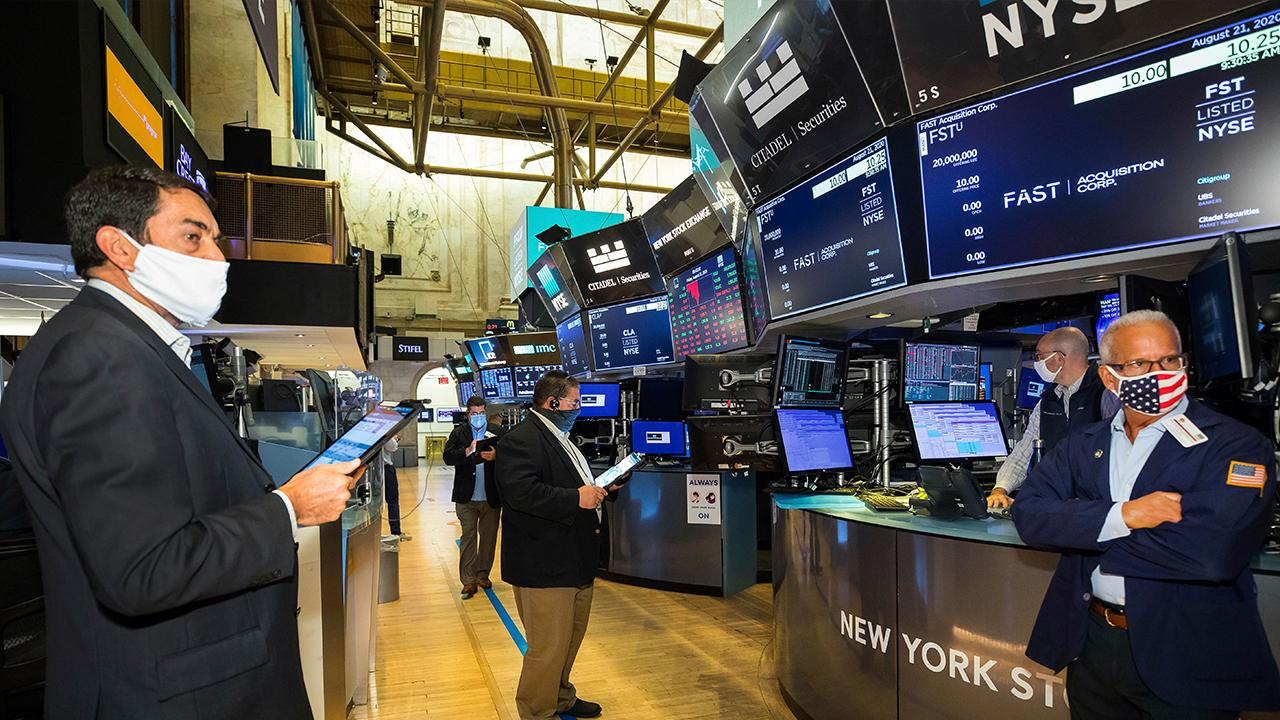 Kramer Capital Research President Hilary Kramer argues big tech stocks are overstretched and now is the time to sell them.