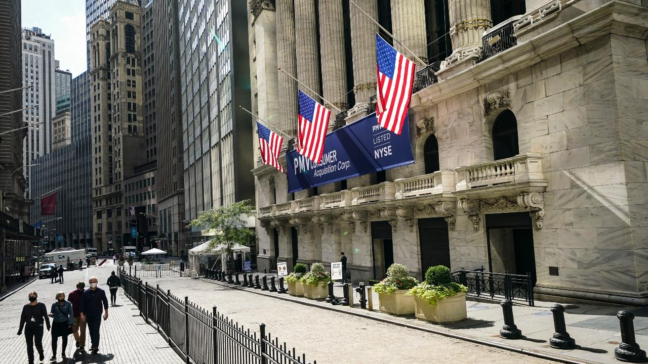 Walser Wealth Management CEO Rebecca Walser and King's College Professor Brian Brenberg discuss the impact of stimulus talks on the markets and what investors are pricing in for the election.