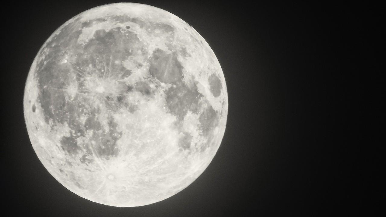 Former NASA astronaut Tom Jones provides insight into NASA confirming water molecules on the moon.