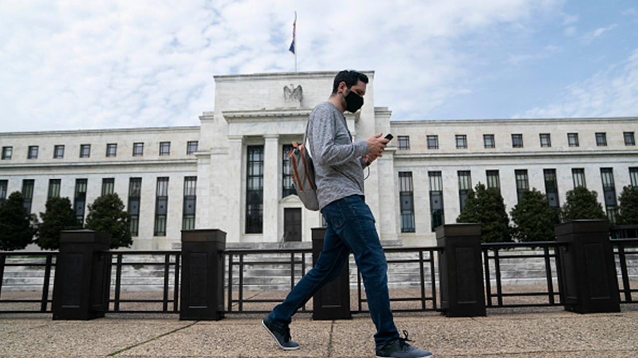 FOX Business' Edward Lawrence on FOMC meeting regarding the impact of the coronavirus stimulus on economic recovery.