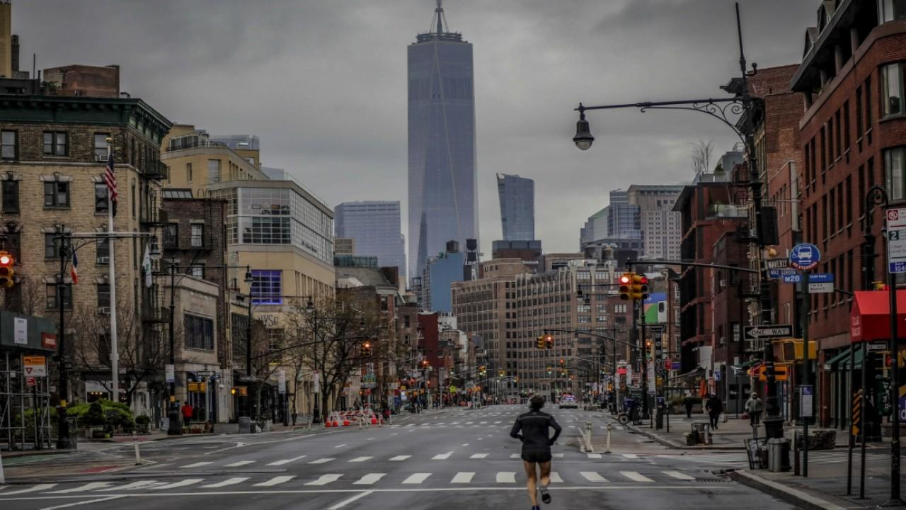 Millennials are moving into Manhattan alone as rent prices plummet due to the coronavirus pandemic. FOX Business' Kristina Partsinevelos with more.