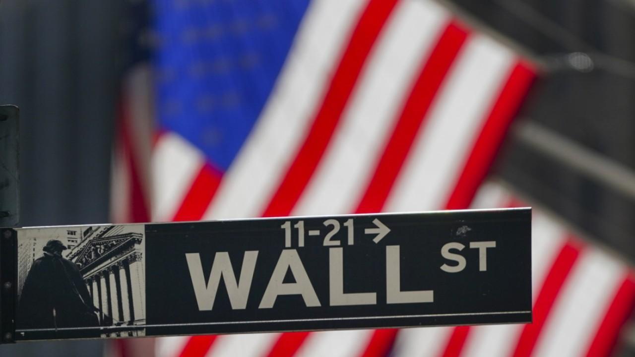 Moody's Analytics chief markets economist John Lonski provides insight into the real estate market and the impact of a coronavirus vaccine on the U.S. economy.