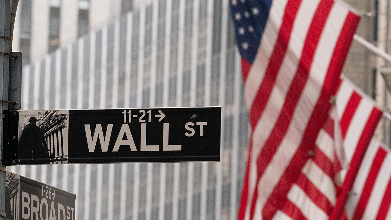 First Trust Advisors chief economist Brian Wesbury says he's bullish on 2021 markets due to a likely divided government, coronavirus vaccines and Federal Reserve spending.