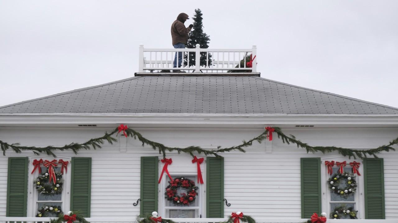 Holiday decoration sales surge as more people are stuck at home due to coronavirus. FOX Business' Jeff Flock with more.