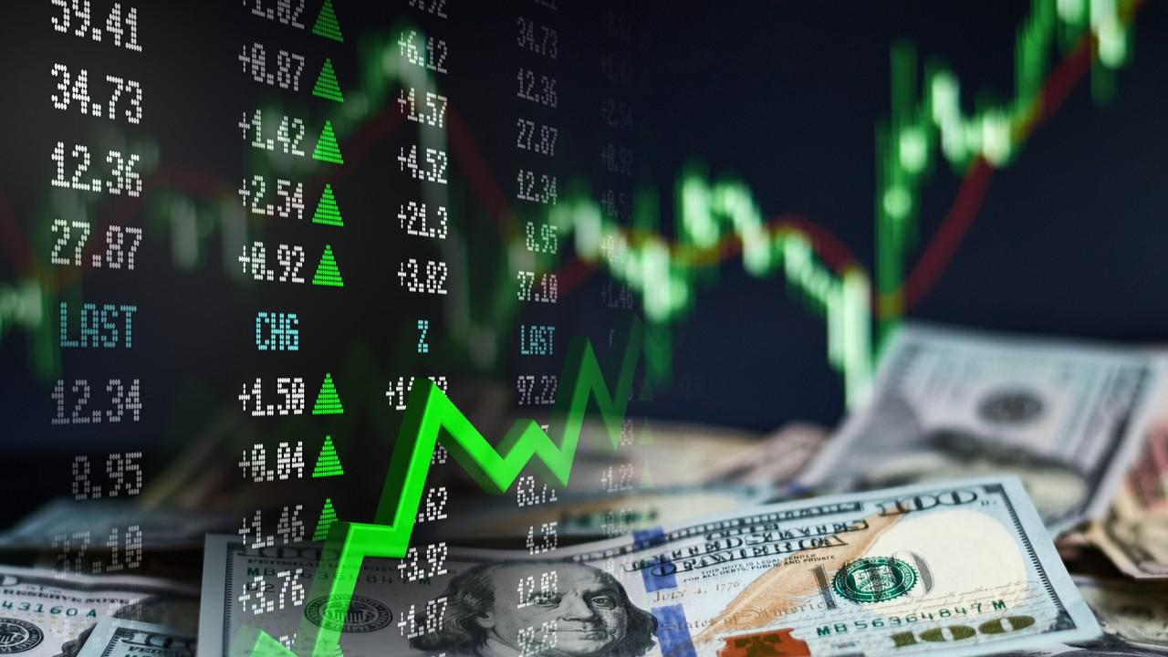 Jeff Sica of Circle Squared Alternative Investments weighs in on 2020 trends from the rise of Bitcoin and Americans borrowing money to buy stocks to new movies debuting via streaming platforms.