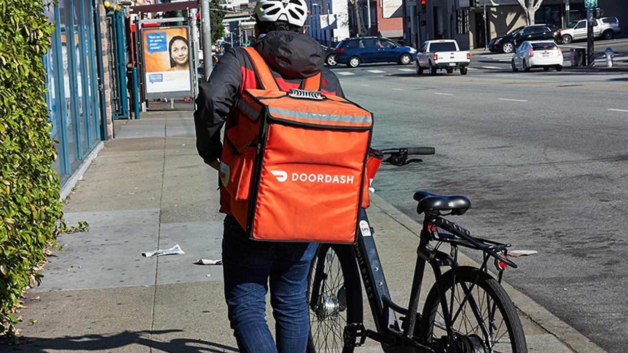 New Constructs CEO David Trainer and EquityZen co-founder Phil Haslett share their analysis ahead of DoorDash and Airbnb going public.