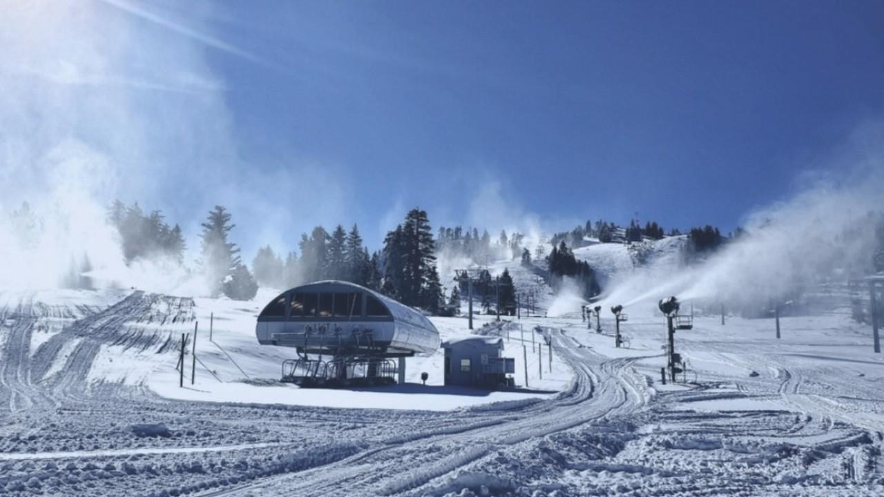 Ski resorts are facing a number of changes amid the coronavirus pandemic. FOX Business' Grady Trimble with more.